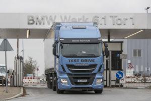 Testlauf_LNG-betriebener_Lastkraftwagen_Iveco_für_BMW_Logistik_Werk_Regensburg_Foto:_altrofoto.de