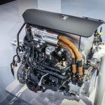 Das_Mercedes-Benz_Brennstoffzellensystem_–_Kompakt,_flexibel_und_hoch_effizient_Die_neue_Generation_Brennstoffzellensystem_macht_sich_bereit_für_die_Serienfertigung._Der_Fortschritt_mit_Blick_auf_den_Vorgänger_ist_groß:_Die_Antriebseinheit_konnte_um_30_Pr
